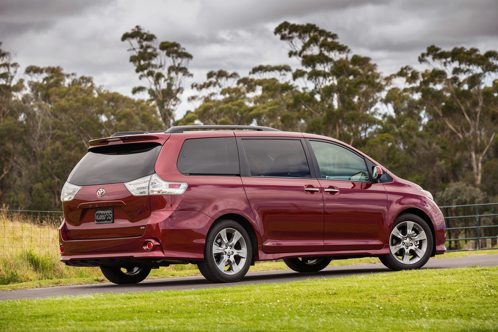 2016 toyota sienna key updates pricing release date. Black Bedroom Furniture Sets. Home Design Ideas