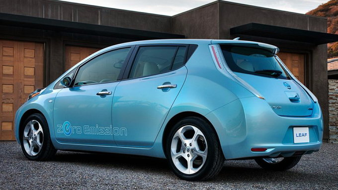 nissan leaf residual values take a big hit in may carsdirect. Black Bedroom Furniture Sets. Home Design Ideas