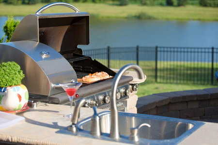 9 important tips for designing the perfect outdoor kitchen