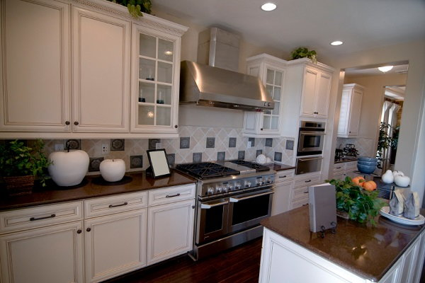 5 weekend redecorating projects for fall for Do it yourself kitchen cabinets