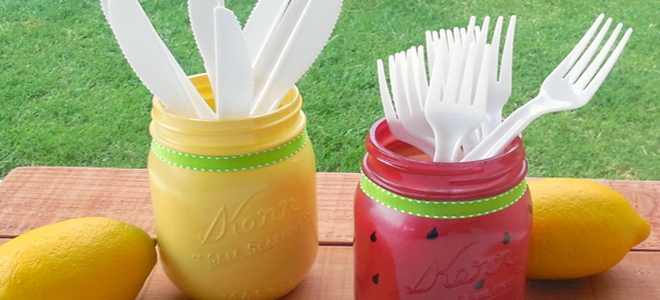 painted mason jars to hold forks and knives