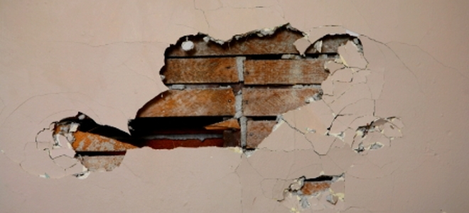 Cutting A Hole In Wall : The right way to cut a hole in plaster wall