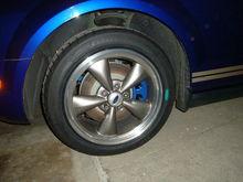 "17"" wheels w/ painted brake calipers"