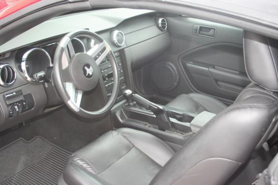 '05 GT 'vert (interior)