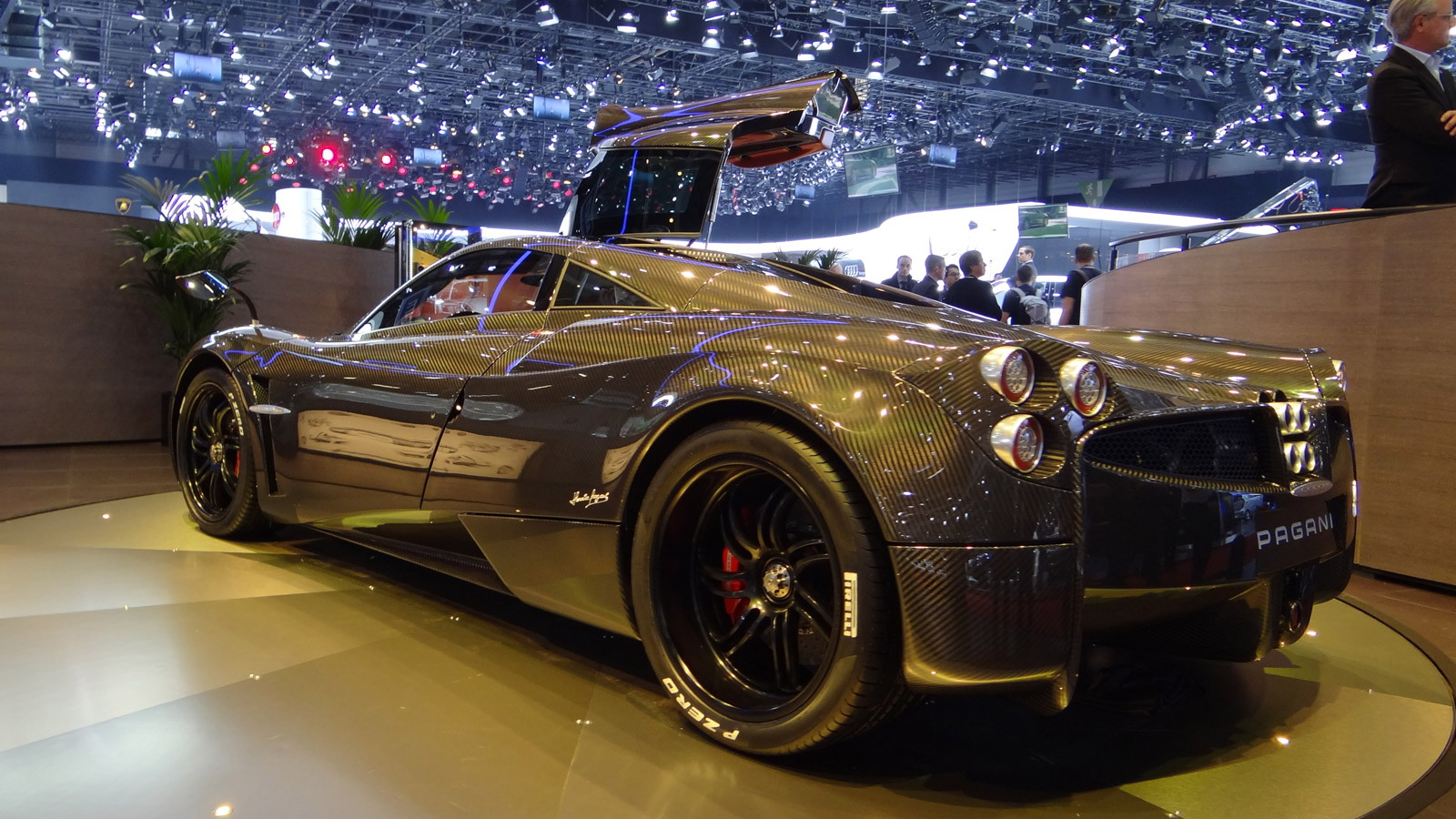 帕加尼 Huayra in bare carbon