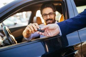 Requisitos de historial laboral para un préstamo de automóvil con mal crédito