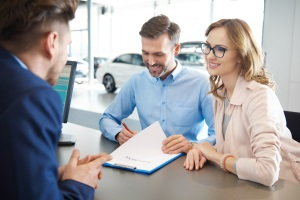 Should I Use a Different Lender to Refinance My Car Loan?