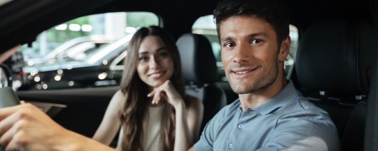 ¿Puede un cosignatario ayudar en la compra de un auto con mal crédito?