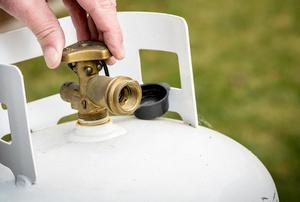 turning the valve on a propane tank