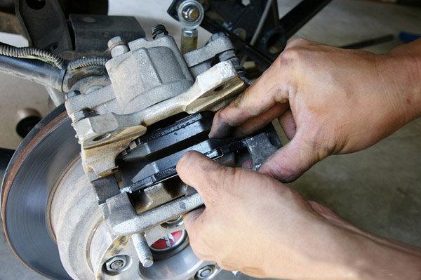 C6 C7 Corvette How To Replace Rear Brake Pads Corvetteforum