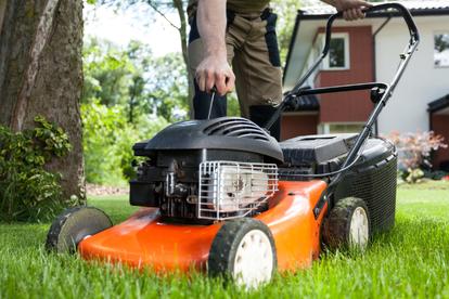 How to Convert a Lawnmower Engine for a Go Kart | DoItYourself com