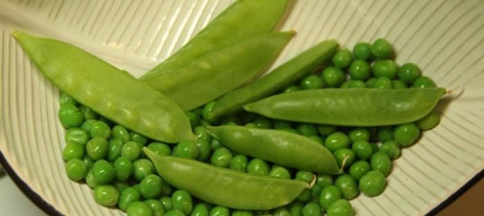Various types of fresh green peas