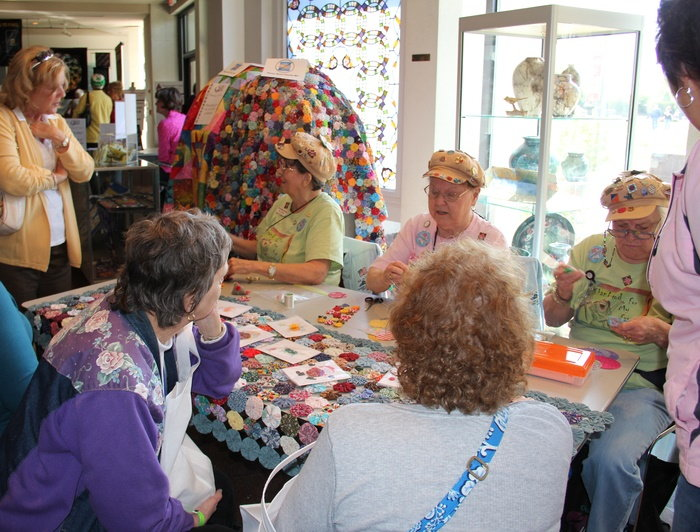 the Paducah YoYo club quilting at the Museum