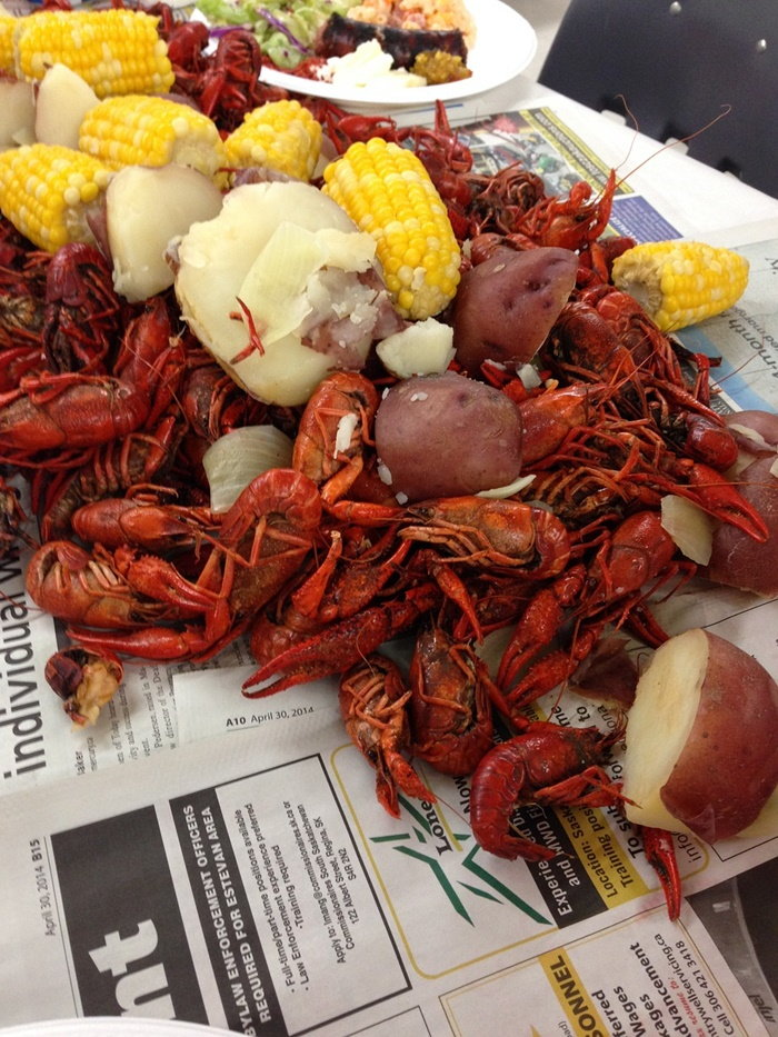 traditional crawfish boil with crawfish, corn and potatoes