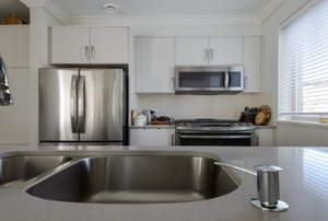 view of stainless steel sink and faucet