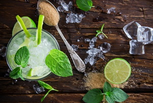 A mojito and its fixings.