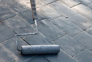 roller coating concrete cobblestones with sealant