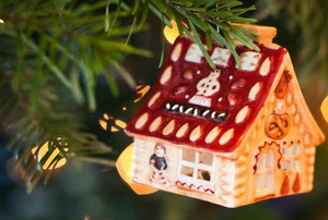 A house Christmas ornament.