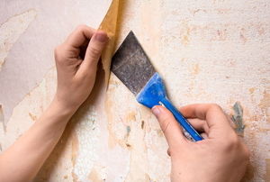 scraping off wallpaper with putty knife