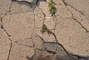 Severely cracked concrete