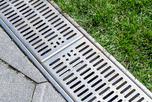 drainage gutter between flagstones and lawn
