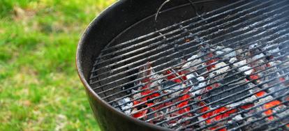 How to Keep a Charcoal BBQ Lit | DoItYourself com