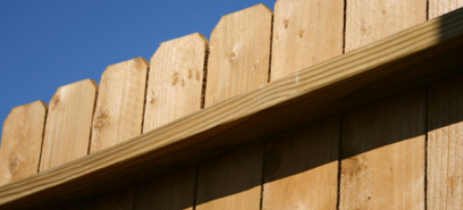 How to build a cheap fence from wood for How to build a cheap fence