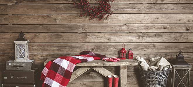 Minimal rustic holiday decorations