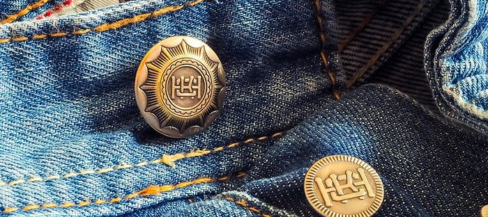 bluejeans with buttons