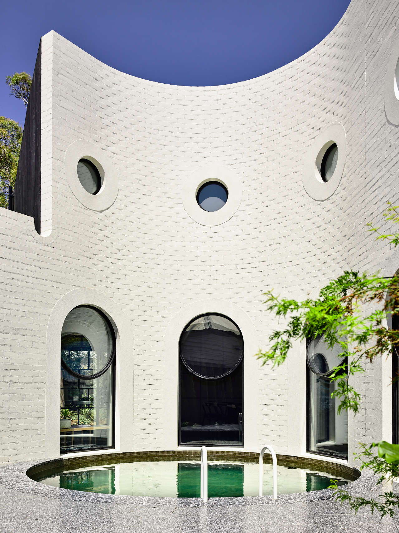 Curves and Arches Make Melbourne's Caroline House a Visual Delight