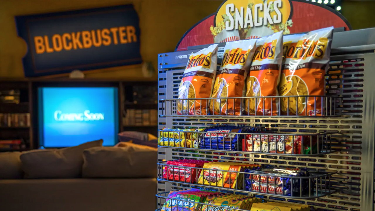 World's Last Blockbuster Video Hosts $4 Airbnb Sleepovers