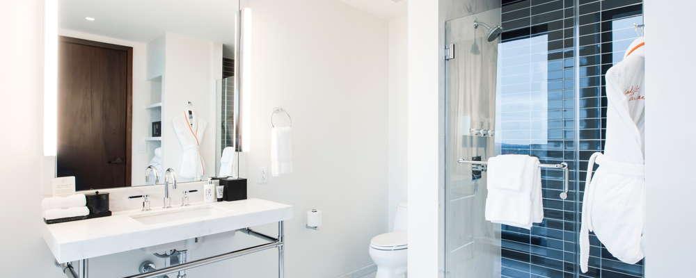 Corner King Bathroom