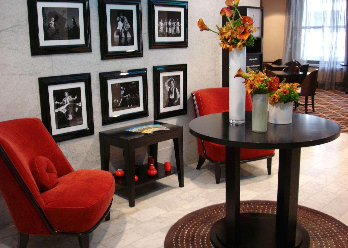 hampton inn majestic chicago theatre district expert. Black Bedroom Furniture Sets. Home Design Ideas