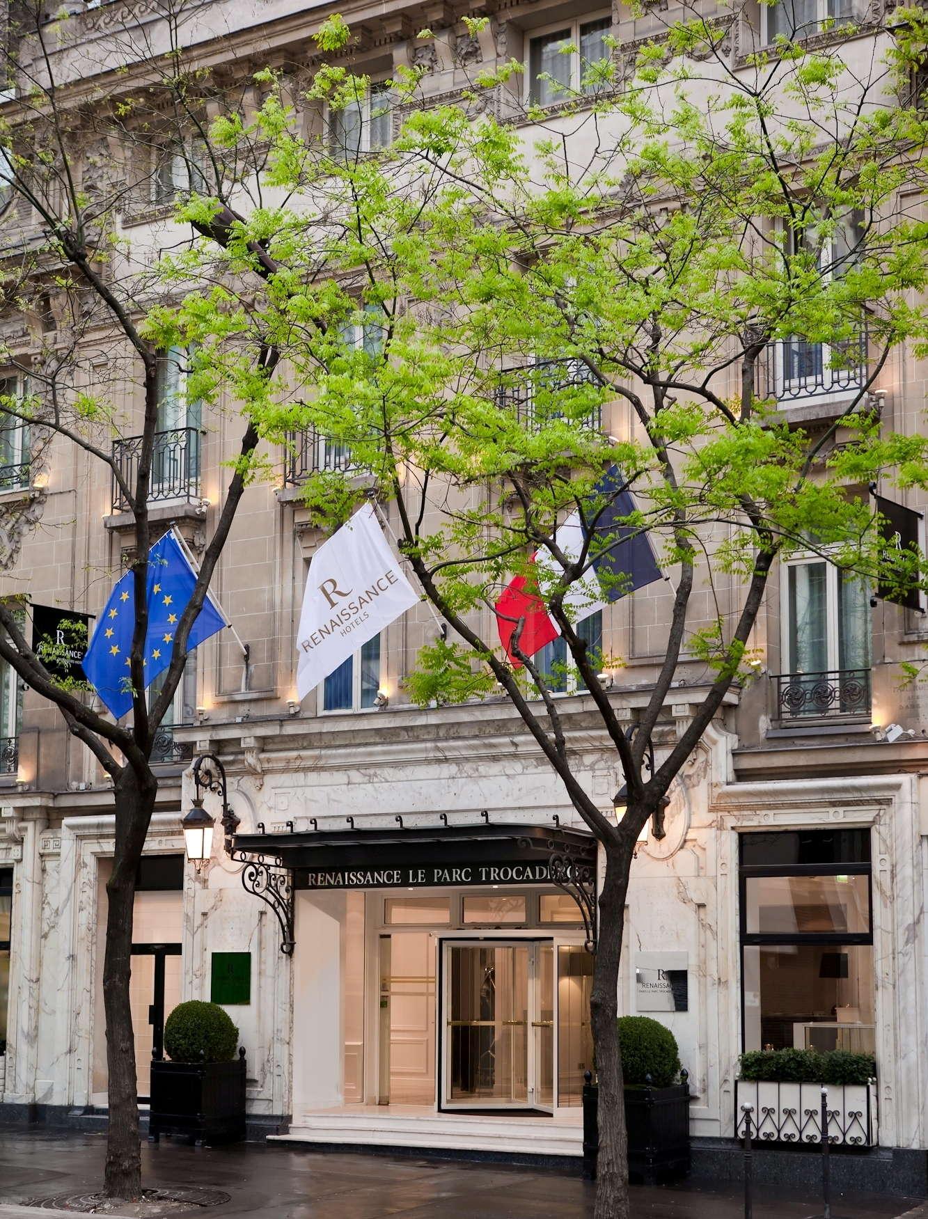 renaissance paris le parc trocad ro hotel expert review. Black Bedroom Furniture Sets. Home Design Ideas