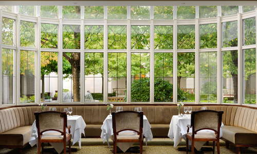 Seasons Restaurant is a stylish and elegant dining room, flooded with natural daylight overlooking the courtyard terrace.