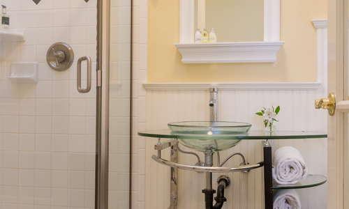 Bathroom inside Healdsburg Inn on the Plaza