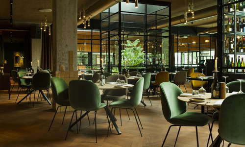 The Lobby Fizeaustraat restaurant (also for breakfast) including interior garden