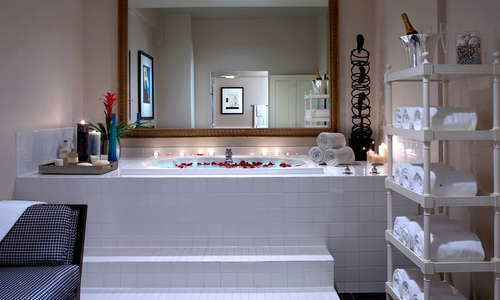 Kimpton Alexis Hotel bathroom