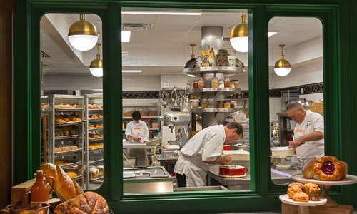 1886 Cafe & Bakery windows