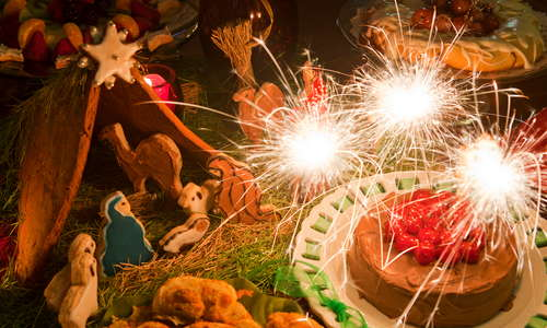 Gingerbread manger for Christmas added to daily (inclusive) desserts, wine hour and breakfast at Green Palm Inn