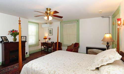 Mr. Pope room, queen bed