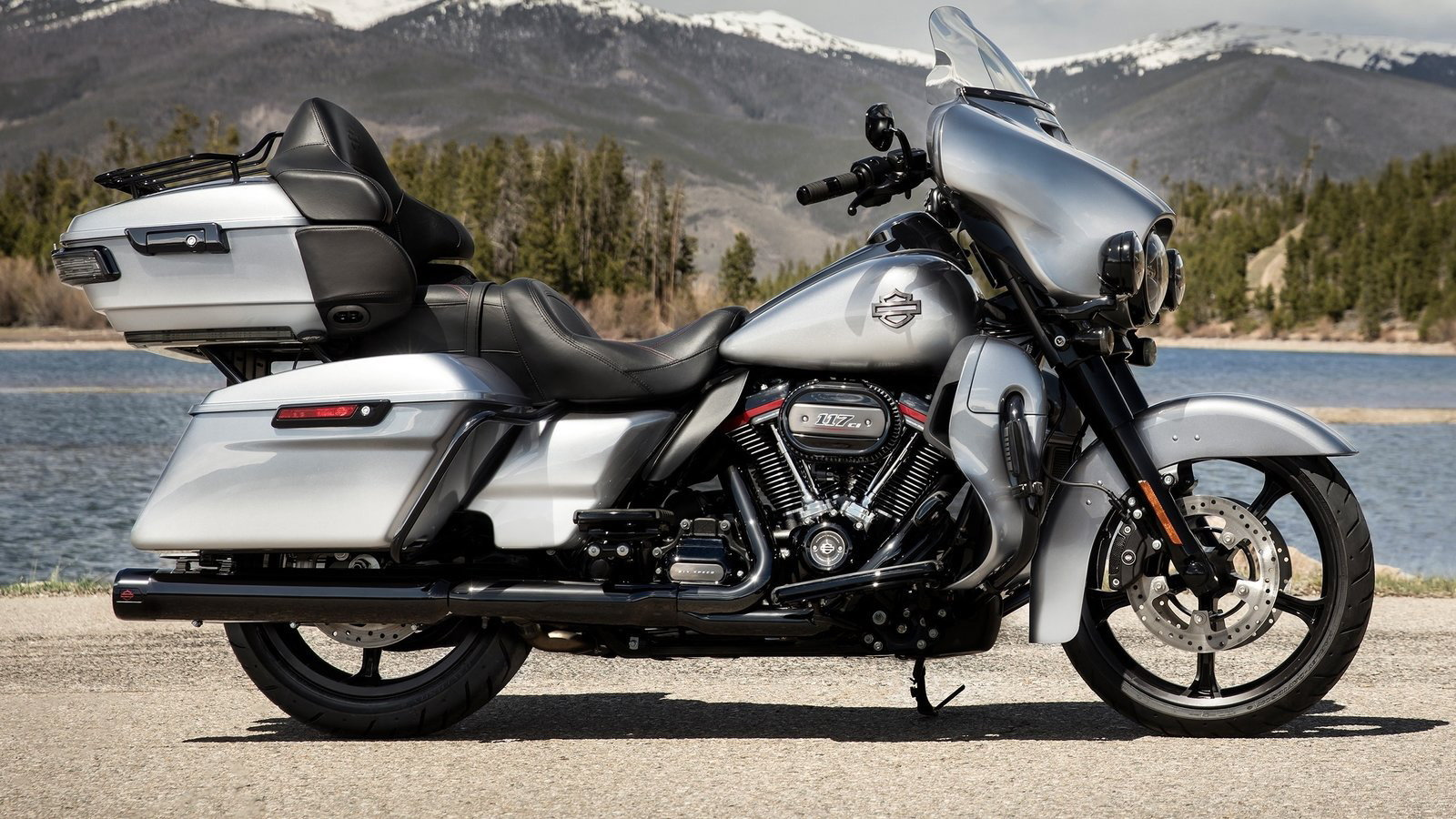 2019 CVO Limited is a Top-Shelf Touring Machine