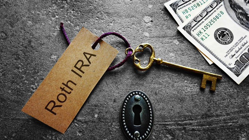 key chain with Roth IRA tag and cash