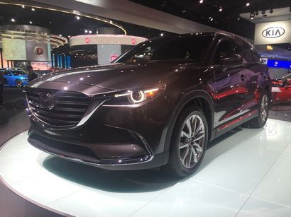 2016 Mazda CX-9 Signature front 3/4 view
