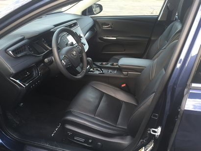2016 Toyota Avalon Limited front seat detail