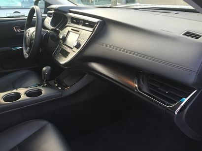 2016 Toyota Avalon Limited dashboard detail