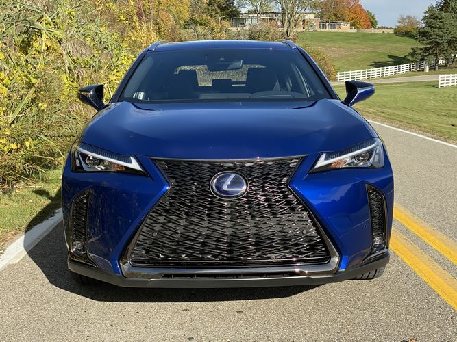 https://www.lotpro.com/cars/new/lexus/ux