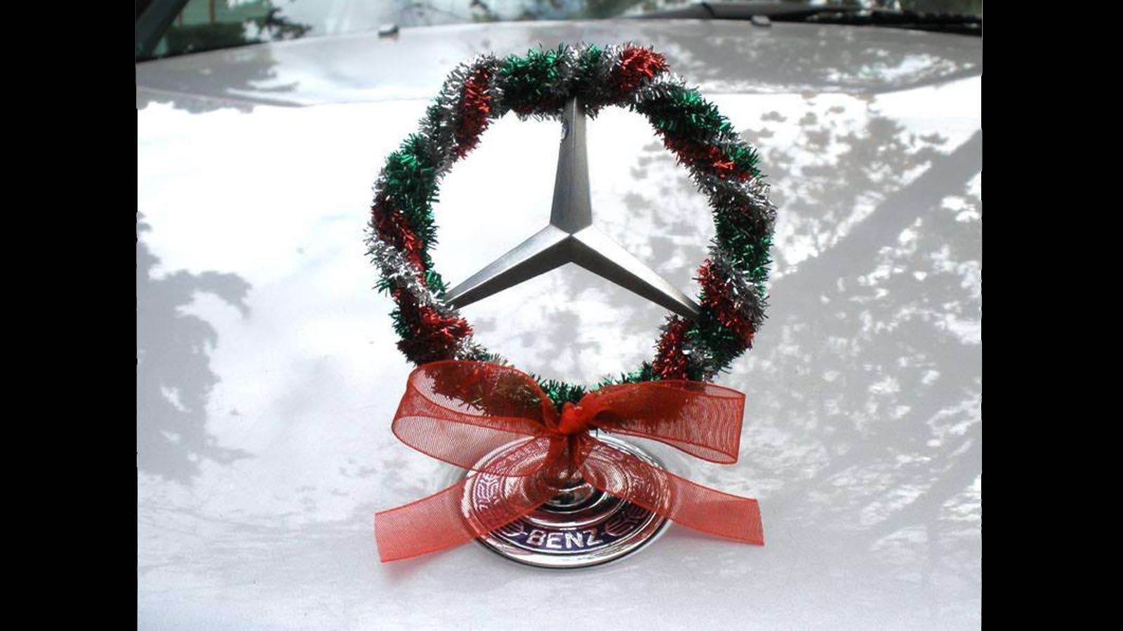 Mercedes-Benz Emblem Wreath