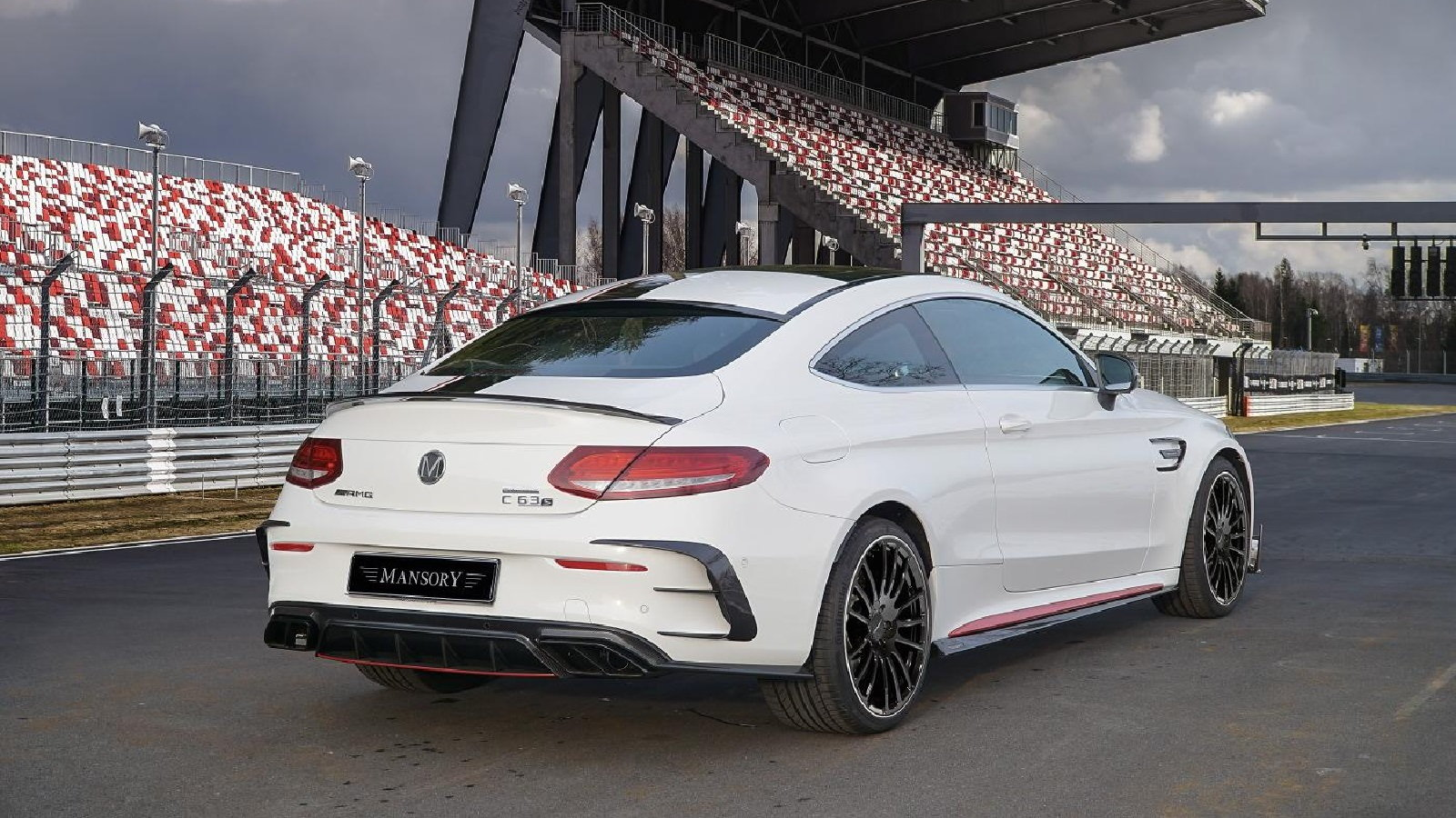 Mansory AMG C63 S Delivers 650HP of Craziness!