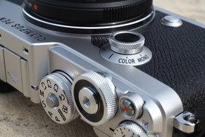 Olympus_PEN-F_Color_Monochrome.jpg